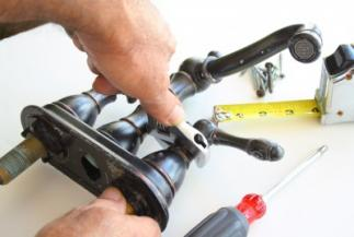 Plumber in Coppell, TX prepares to install a brass faucet